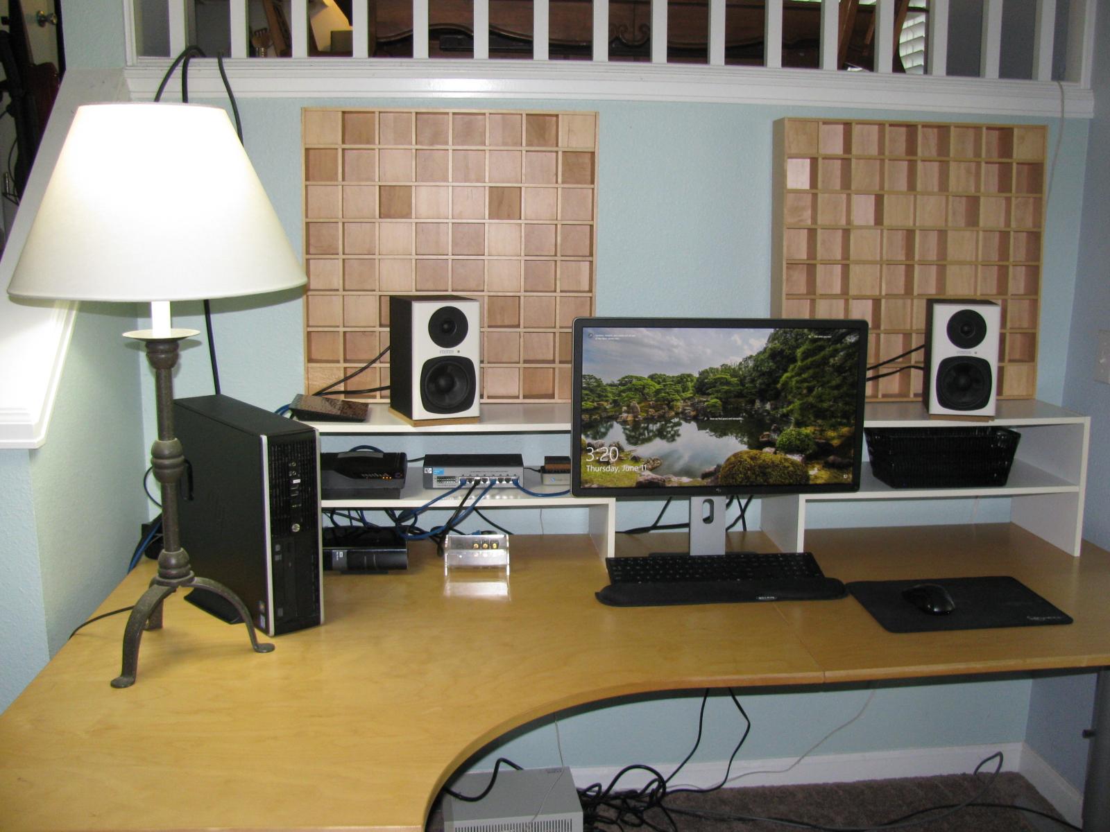 desk cleanup 010.JPG